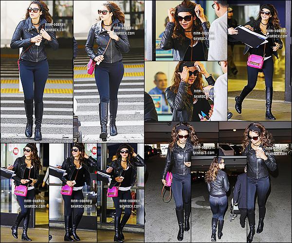 21/03/2014 : Nina Dobrev a été vue arrivant  à l'aéroport de LAX , afin de participer à la conférence PaleyFest.