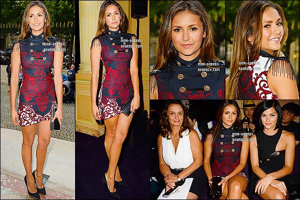 06/07/2014 : Nina Dobrev a assisté au défilé de « Versace » lors de la « Fashion Week » qui a eu lieu à Paris.