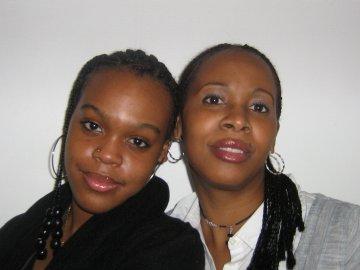 a gauche ma tante et a droite ma mère