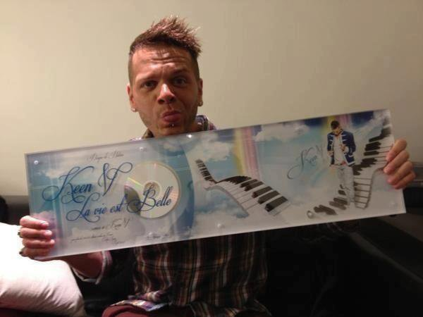 """DISQUE DE PLATINE """"LA VIE EST BELLE"""" REMIS PAR CAUET POUR L'EMISSION BIENVENUE CHEZ CAUET QUI SERA DIFFUSEE LE 17 OCTOBRE 2012!!"""
