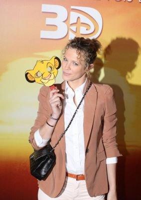 """Lorie à l'avant premiere du film """"Le roi Lion"""" avec son compagnon"""