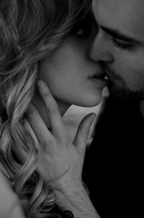 « Si les hommes font tant de peine aux femmes, c'est sans doute qu'elles sont tellement plus belles quand elles pleurent.  »   fréderic beigbeder