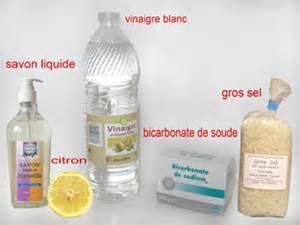 Gros sel et vinaigre blanc for Desherbant naturel vinaigre sel