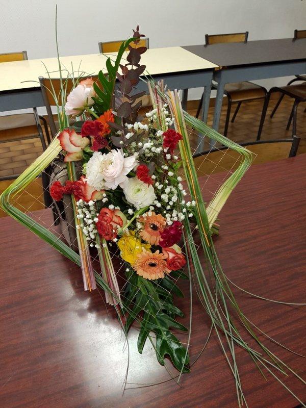 Bouquet à la main sur cadre
