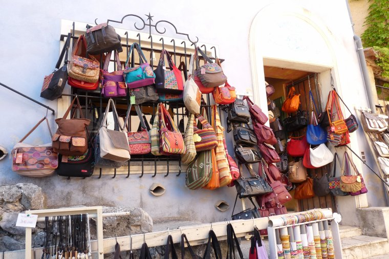 à Moustiers Sainte -Marie il n'y a pas que de la faÏence ,il y a aussi de très beaux sacs