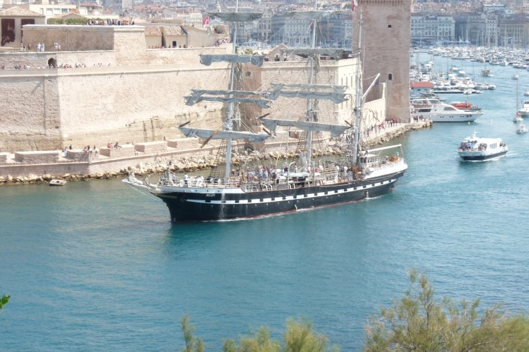 Septembre en mer ,première partie de la parade maritime (photos Pierre Paul )
