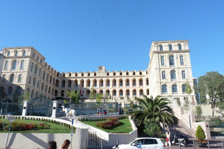L'hôtel Dieu est maintenant - L'inter Continental City Hôtel ( photo Pierre Paul )
