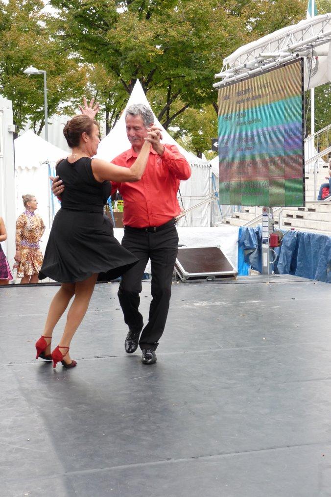 Voir blog secret pour la danse des seniors  ( photo Pierre Paul ) foire de Marseille