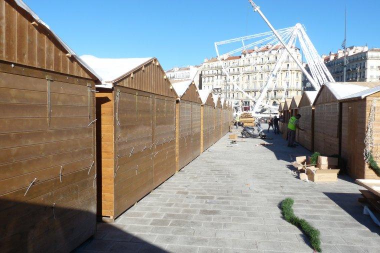 Avec +23 degrés  Marseille prépare déjà son marché de Noël sur le vieux Port (6 11 2013 )