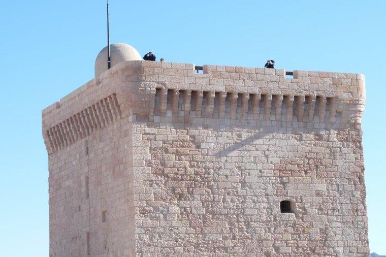 Du fort Saint Jean  relié au Mucem ,ces Dames photographient (au fond c'est Renée )