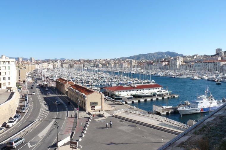 Une vue différente depuis le fort SaintJean de Marseille ( photo Pierre Paul )