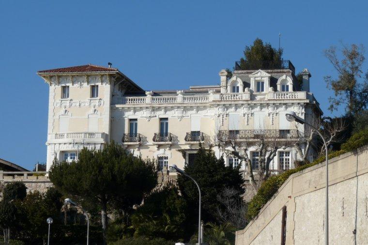 Admirer le ciel et les belles demeures à Marseille fin février ,c'est déjà mieux que rien .