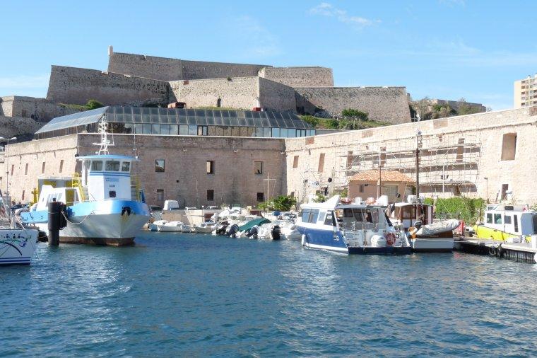 Marseille Photos Pierre Paul -- Pas d'aujourd'hui , il fait trop chaud - Bon week end