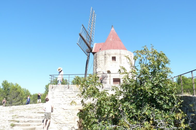 Fontvieille le moulin de Daudet  ( photos Pierre Paul )