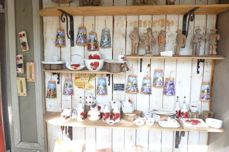 Fontaine de Vaucluse  ,commerces - souvenirs  ' ( photos Pierre Paul )