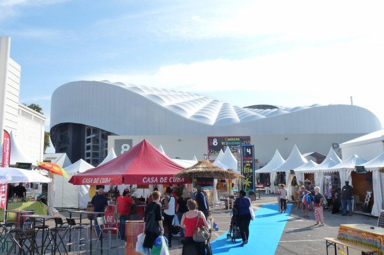 Depuis la foire de Marseille nous admirons la couverture du stade Vélodrome