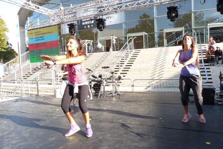 à la foire de Marseille il y a toutes sortes de danses ( photo Pierre Paul )