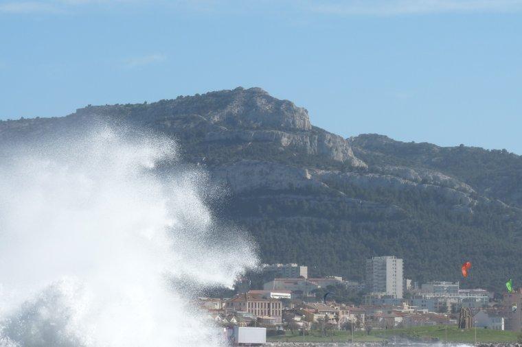 Marseille trop de vent -Amis et amies bonnes fêtes de Pâques - Gros bisous