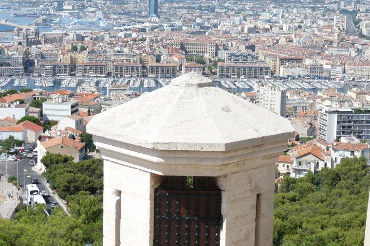 Une autre façon de voir Marseille et encore le temps n'est pas clair (photos Pierre Paul )