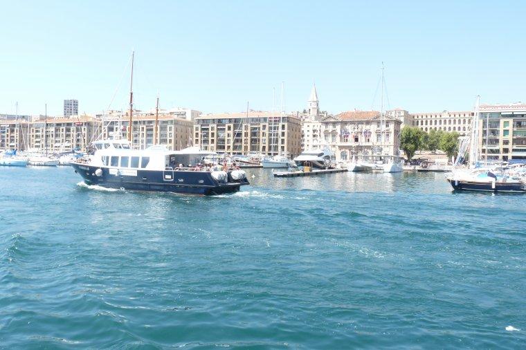 Et là je rentre en bateau au vieux Port de Marseille