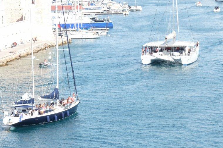 Bateaux ( photos Pierre Paul ) l'entrée au vieux Port de Marseille,vue du Pharo
