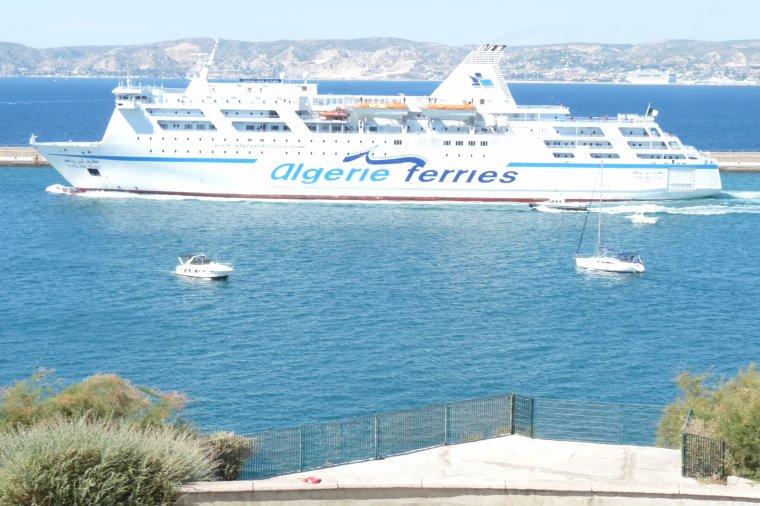 Départ pour L'Algérie ( photo Pierre Paul )