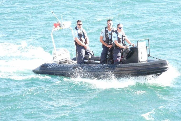 Marseille - Surveillance de la gendarmerie maritime ( Bravo  Messieurs )