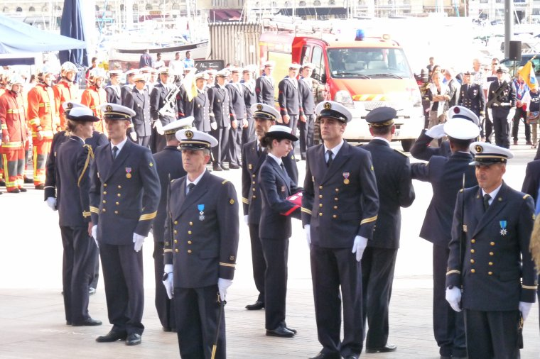 Marseille-Marins Pompiers ( Remises des casques ,médailles et légions ) N 2