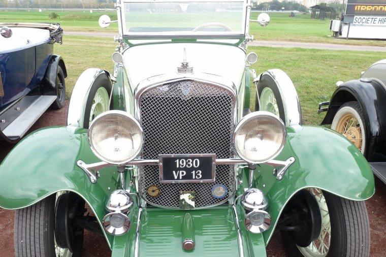 D'anciennes voitures de collection qui fonctionnent très bien