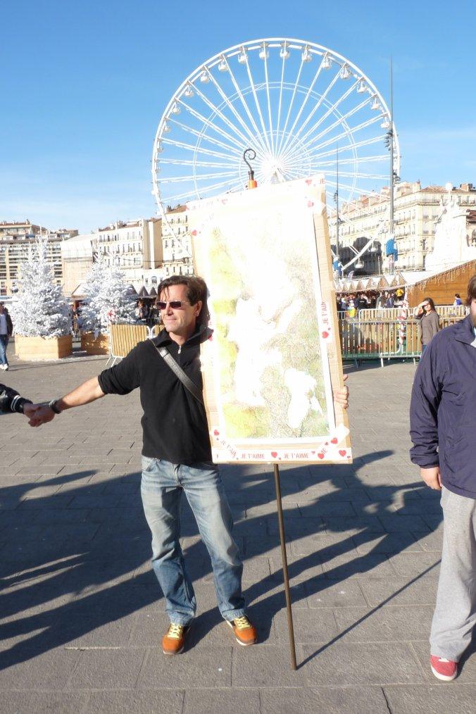 Dés le samedi 14 novembre 2015 les Marseillais portent un  soutien aux victimes