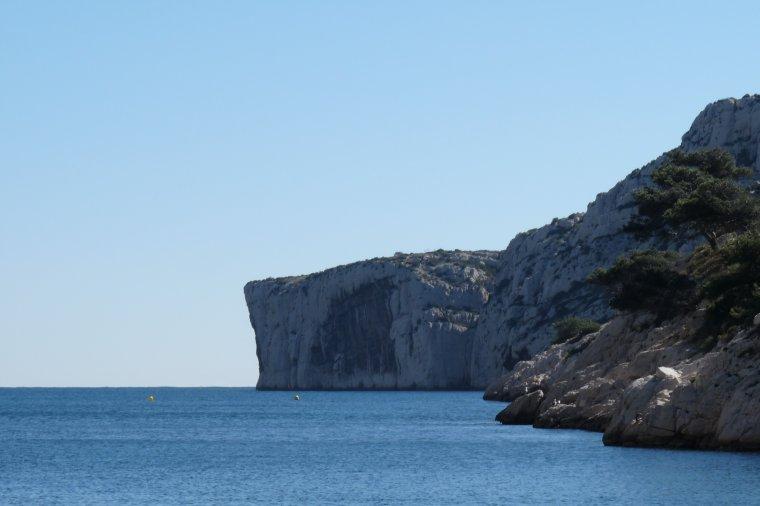 Les flots bleus de notre méditerranée et le ciel bleu même en hiver