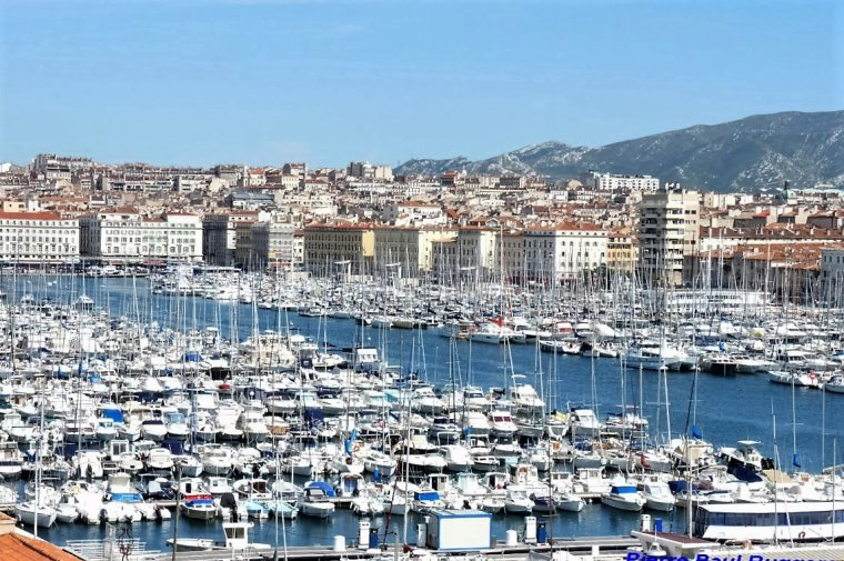 Vieux Port Marseille ( Je  ne me lasse pas de vous montrez notre belle ville )