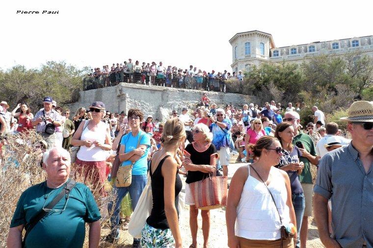 Beaucoup de monde pour la parade des bateaux