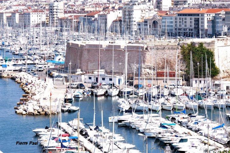 Depuis la Palais du Pharo , coté ouest et coté est du vieux Port de Marseille
