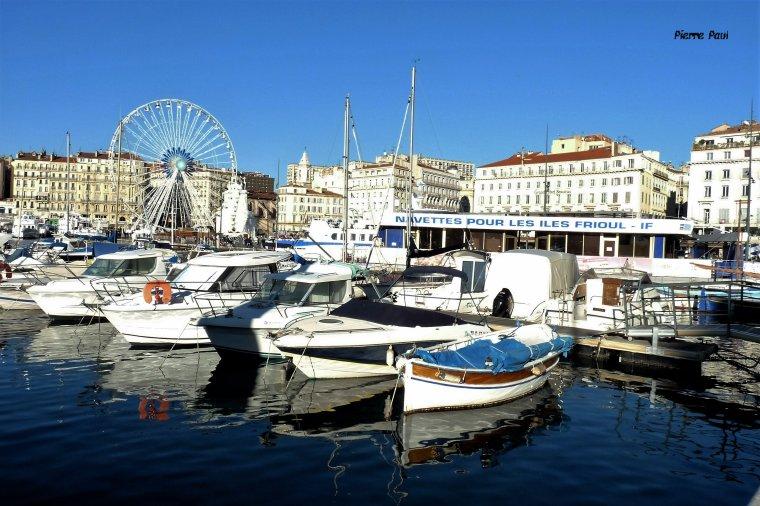 Marseille à plus de 2600 ans ,c'est la plus vieille ville de France (ici le vieux port )