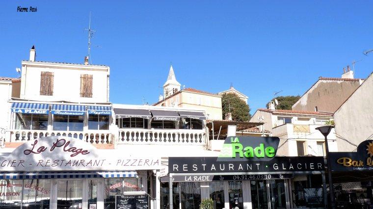 L'Estaque Marseille - Il y a plus de 10 bars restaurants ,collés les uns contre les autres