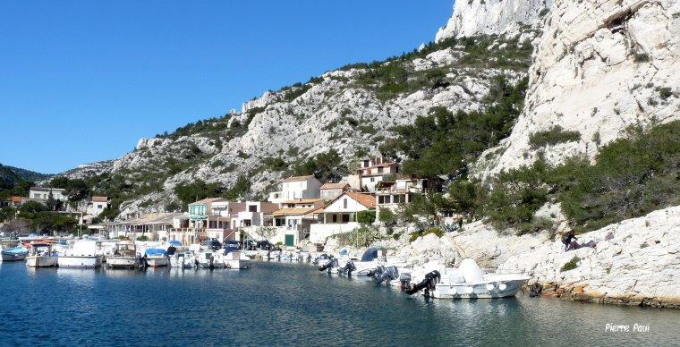 Petit port de la calanque de morgiou Marseille ( Photo avec un petit compact )