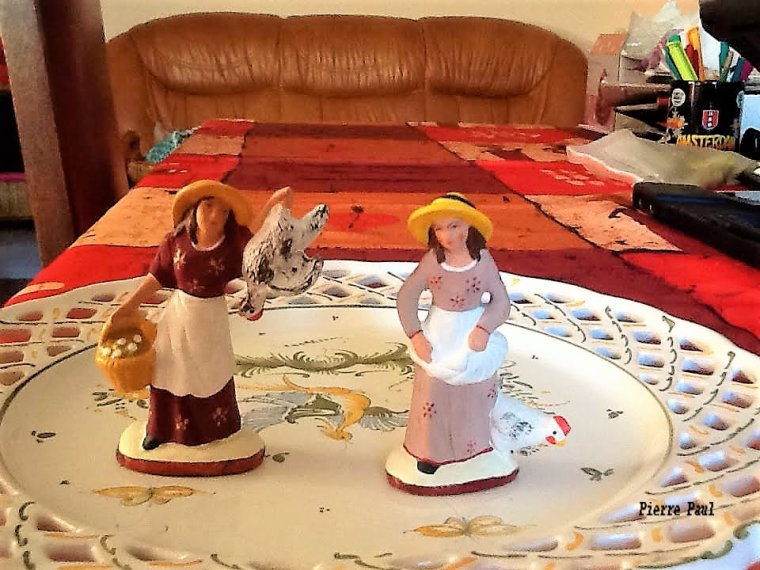 Je prépare mes santons pour la crèche ( photo avec ma tablette )