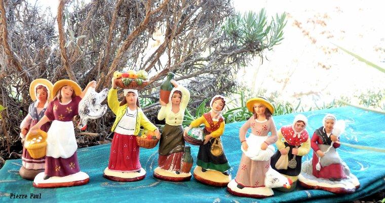 Et 8 santons qui vont être placés dans ma crèche  ( honneur aux femmes ) Compact Sony