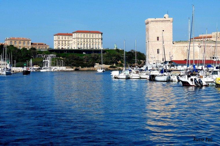 C'est aussi Marseille ( photo Pierre Paul R )- Gros bisous , bonne semaine