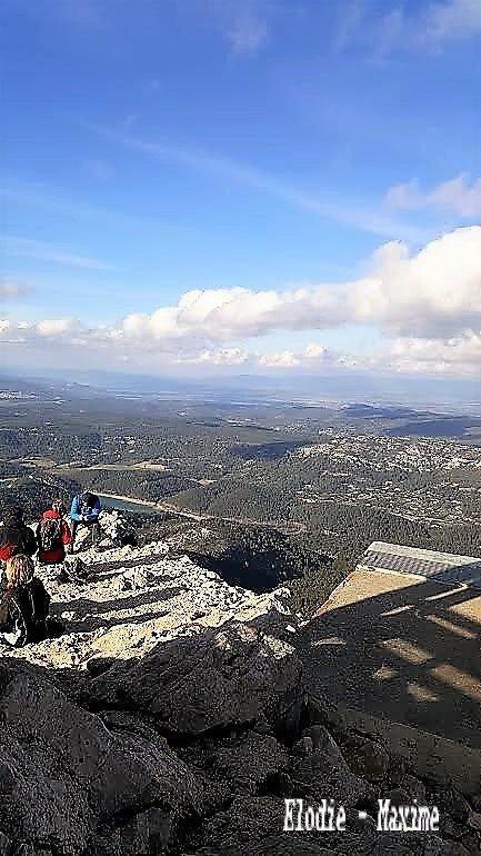 Photo avec un téléphone du haut de la montagne Sainte Victoire ( Elodie - Maxime )