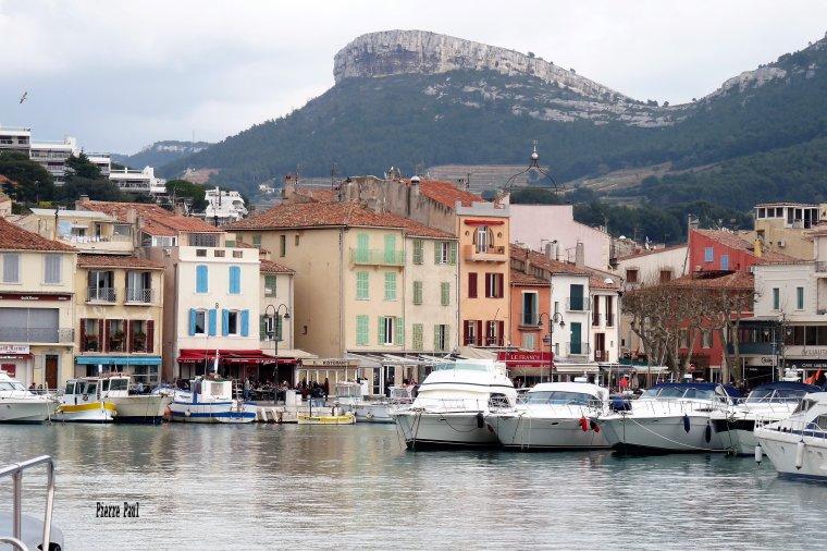 Vers le sud est de Marseille ,  CASSIS un joli petit port en hiver