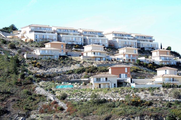 Autour de Marseille ,des constructions partout , ici dans les colines de Septèmes les vallons