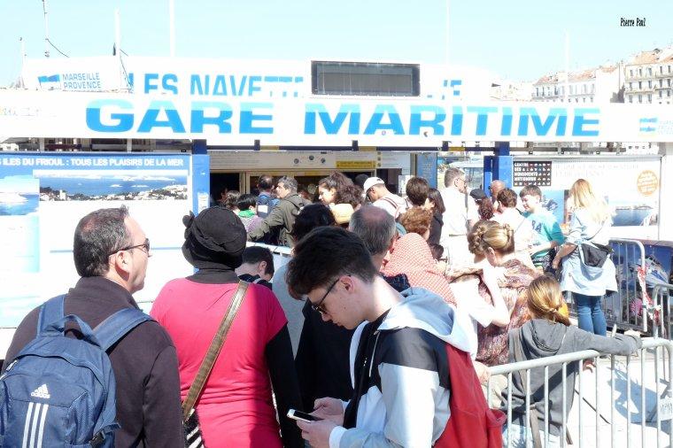 Déjà beaucoup de monde au départ pour les îles du Frioul de Marseille
