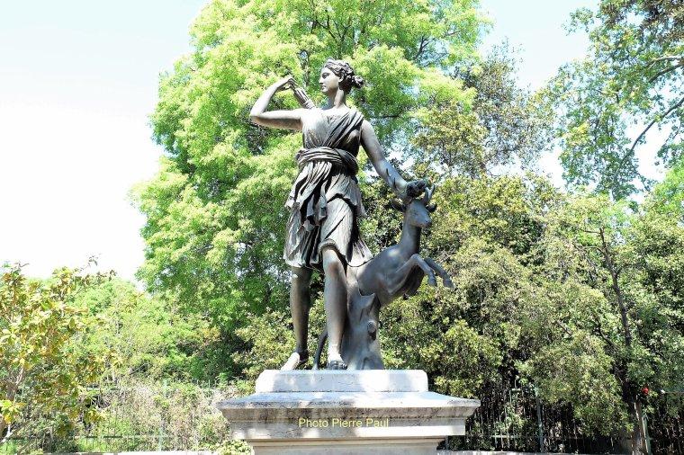 Diane Chasseresse statue de bronze au parc Borely
