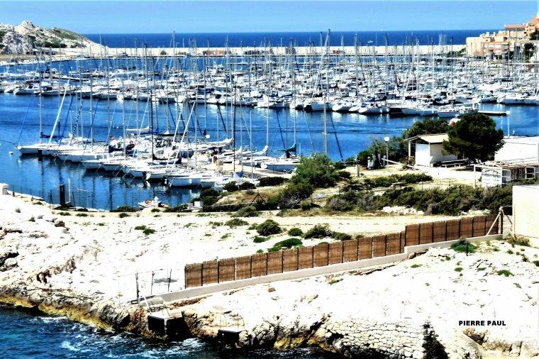 Le port principal sur les îles du Frioul à Marseille