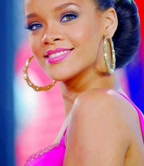 Rihanna ♡♥♡♥♡♥♡♥♡♥♡