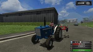 petit ford avec le cultivateur