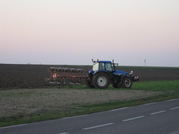 new holland avec charrue
