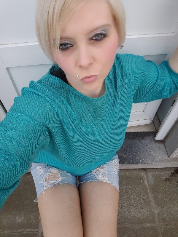 Changement lol en blonde je prefere bisous a tous